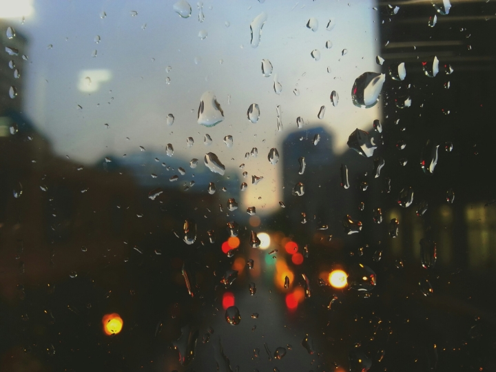 Raindrops on window unsplash_5287d4367585d_1