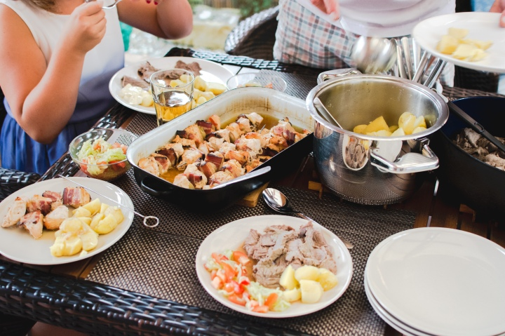 foodiesfeed.com_family-gathering